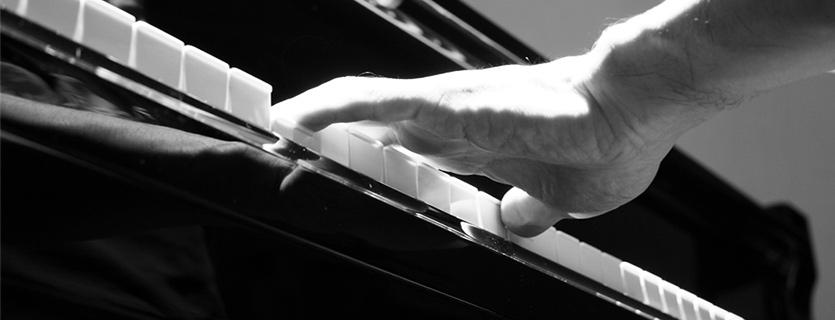 tocar octavas en el piano